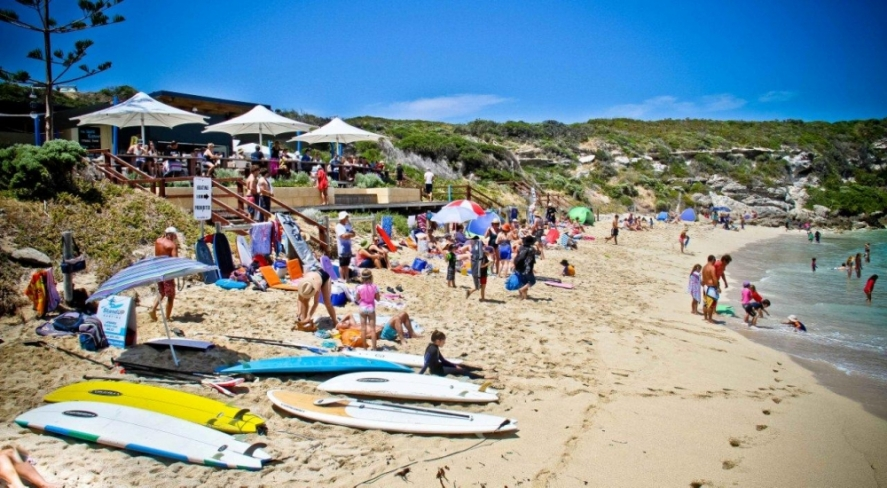 Peak summer at Gnarabup beach and the White Elephant Cafe